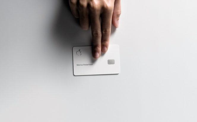 apple card et main